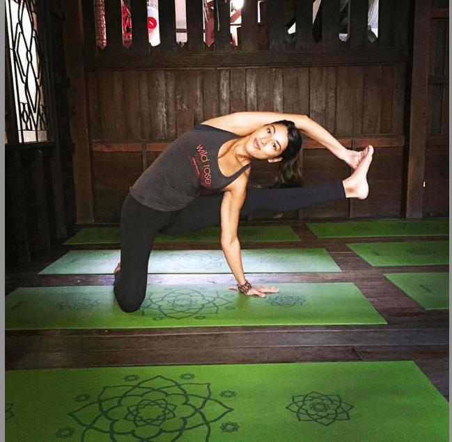 Transitional Vinyasa Yoga Flow with teacher Annie